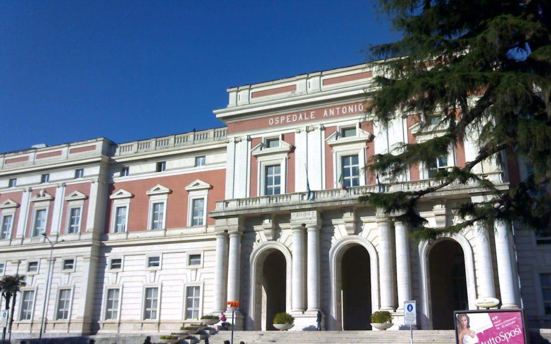 Disagi all'Ospedale Cardarelli, reparti e sale operatorie senza lenzuola: interviene la Regione Campania