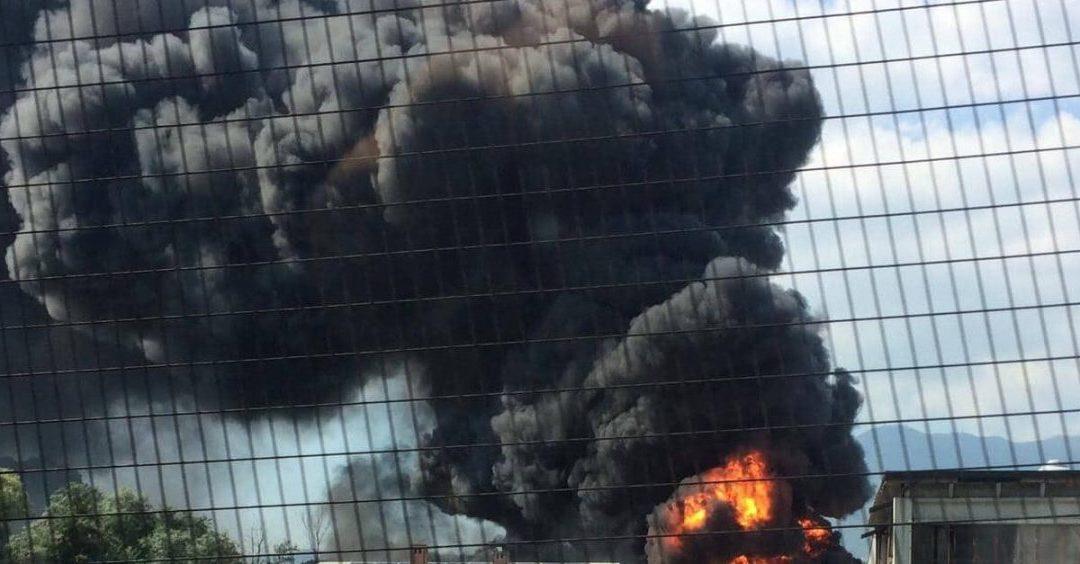 Incendio Pianodardine, nube tossica mette a rischio salute pubblica: l'esposto dell'U.Di.Con