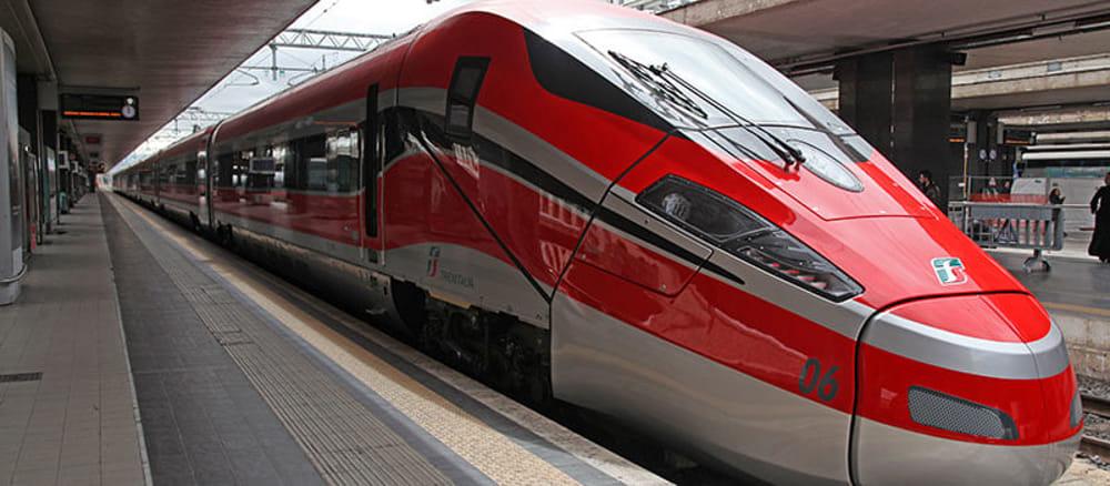 Tre ore di ritardo per il treno Torino-Salerno, Trenitalia rimborserà solo i passeggeri saliti in Piemonte